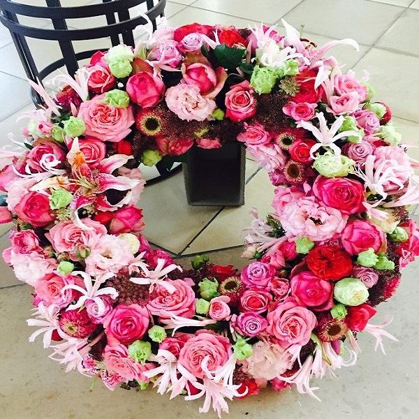 rosa, pinker Kranz